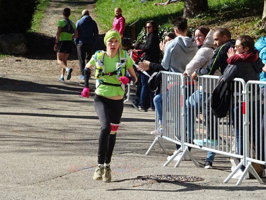 Les derniers mètres de la 1ère féminine du 37km
